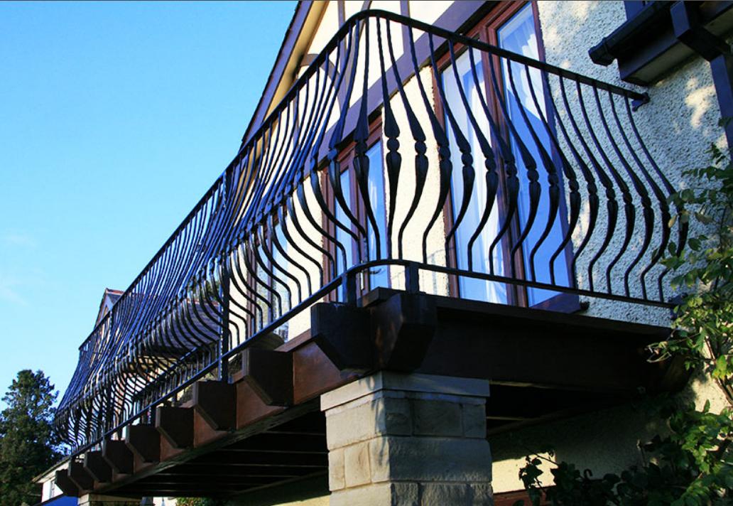 Красивый Кованый балкон КБ-1 фото, Киев, Украина