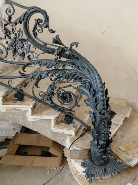 художественная ковка ограждение винтовой лестницы