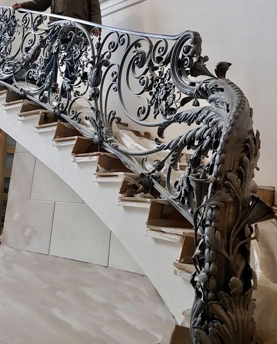 кованые перила в частный дом
