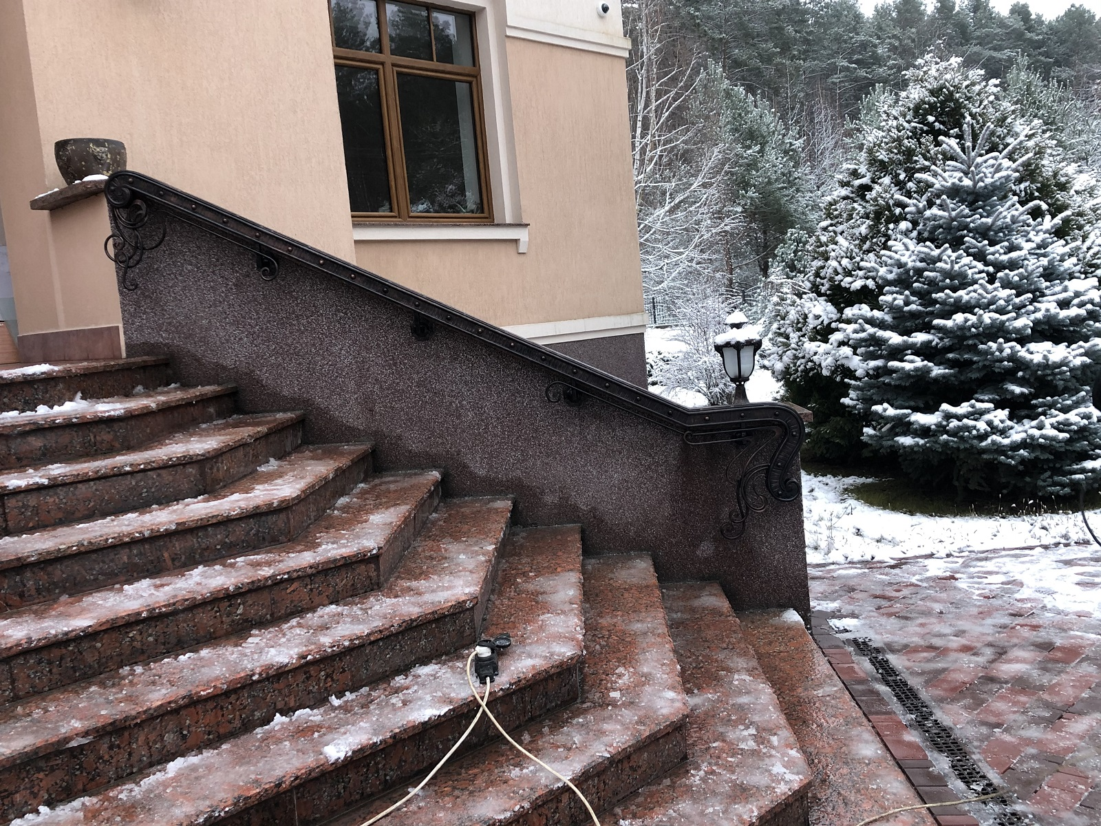 заказать поручень для лестницы