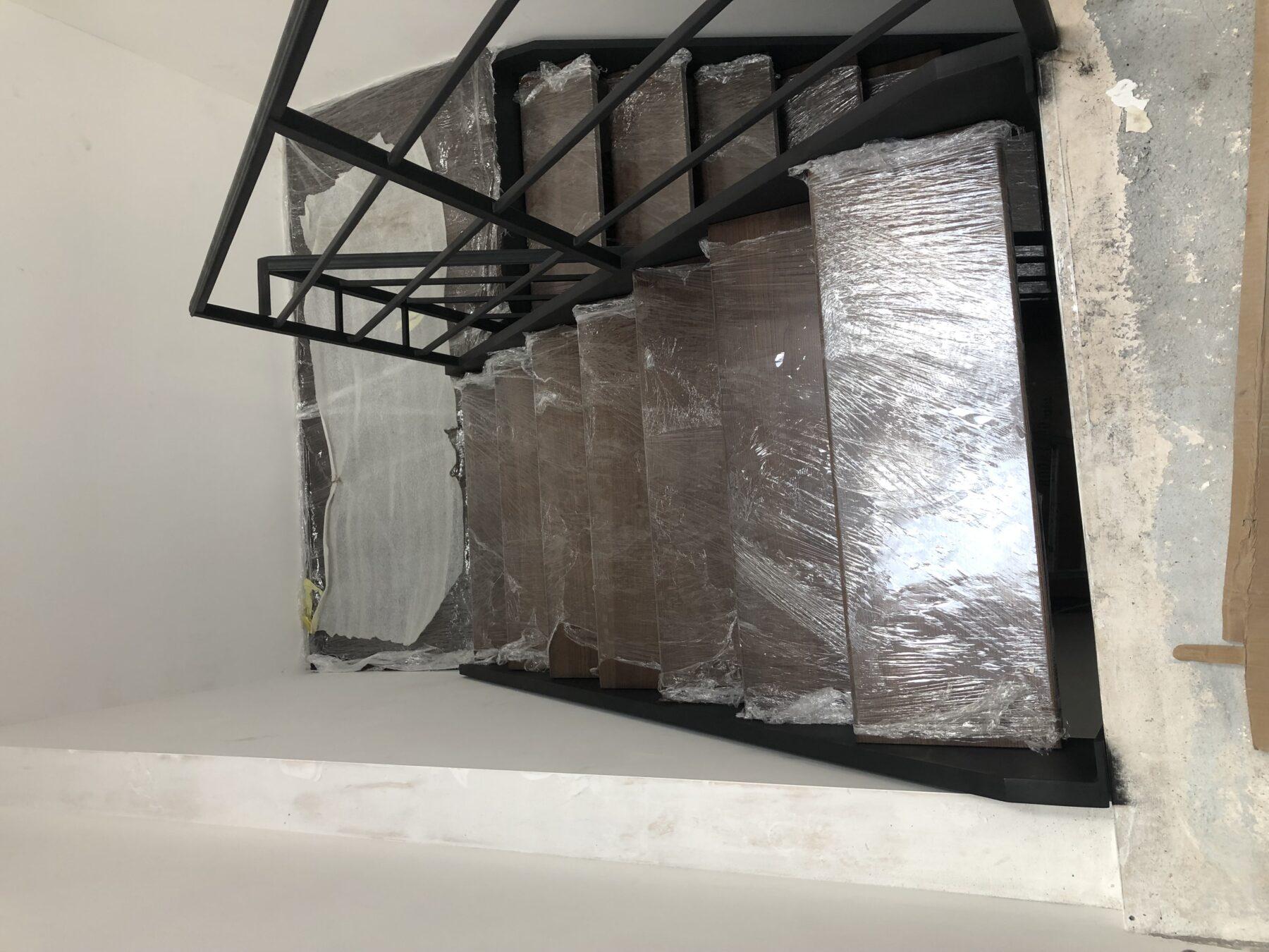 конструкция лестницы из металла